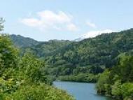Otkview1.jpg(湖面越しの御嶽山)
