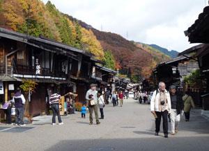 秋の奈良井宿01